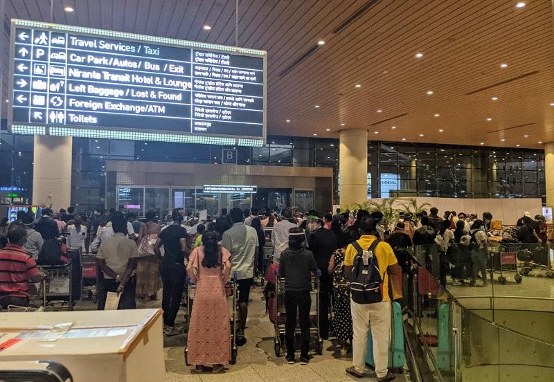 ムンバイ空港:PCR検査陰性証明書の掲示1