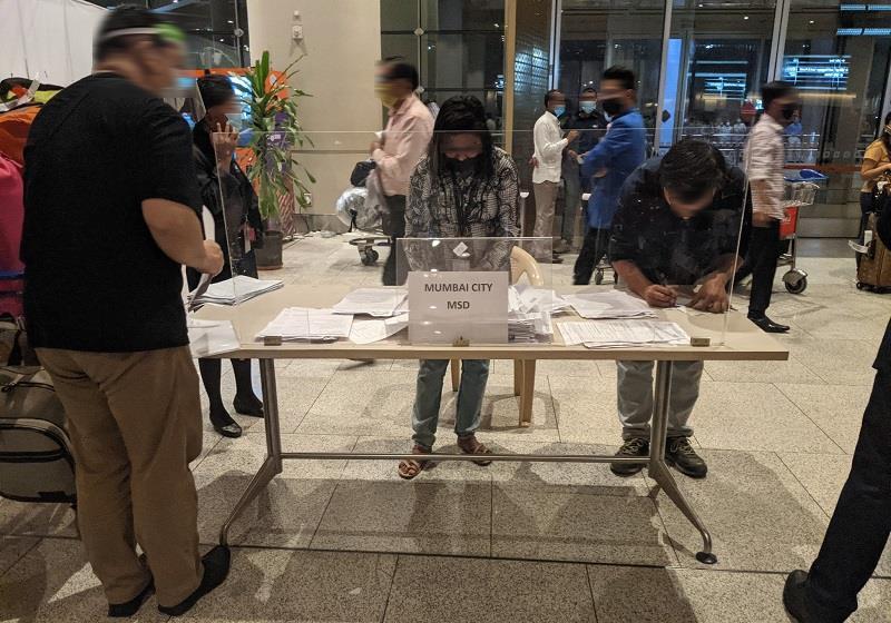 ムンバイ空港:PCR検査陰性証明書の掲示2