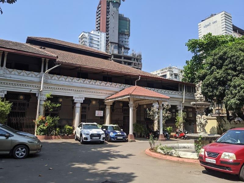 KYANI&Co. 店周辺のパルシー寺院