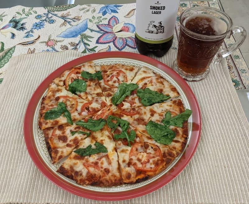 Doolallyのクラフトビールとピザ