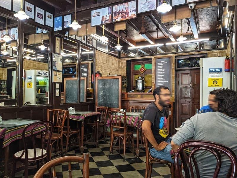 CAFE IRANI CHAIIの店内①