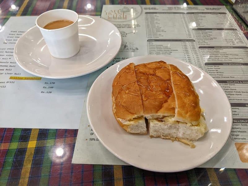 CAFE IRANI CHAII(バンマスカハニーとイラニチャーイ)