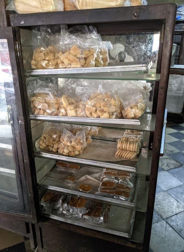 YAZDANI BAKERYのお菓子