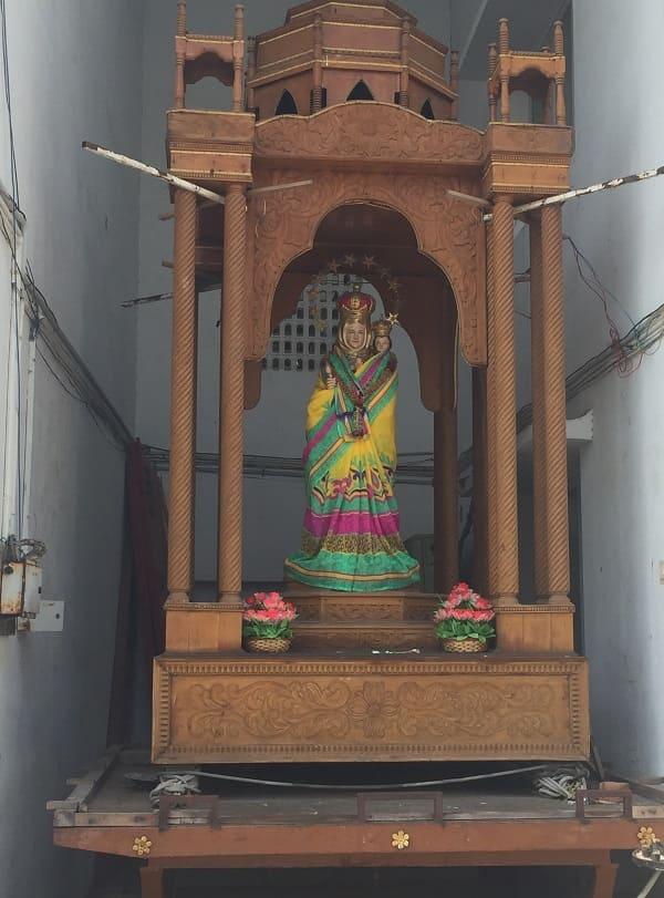 サントメ聖堂の母子像