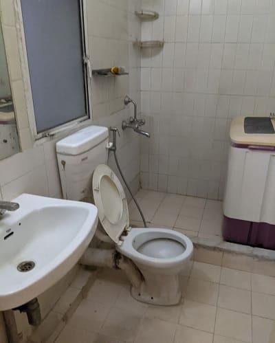 分譲時のままだと思われるバスルーム
