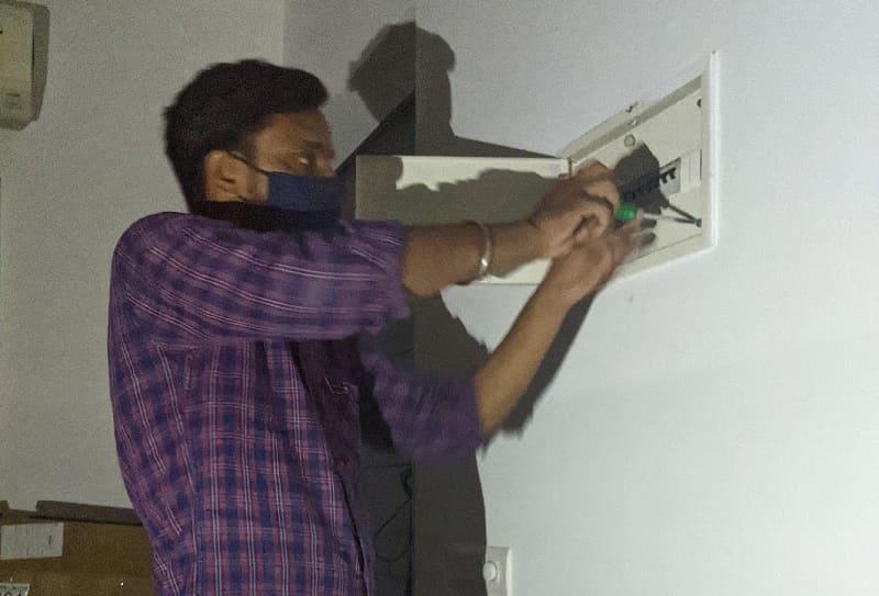電気の修理工