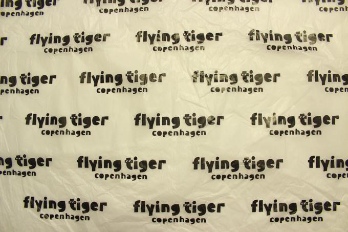 Flying Tiger(フライング・タイガー) 包み紙 ロゴ