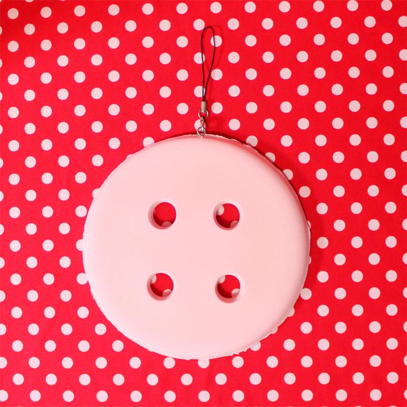 紙粘土製ボタン型デコレーション