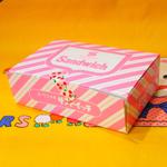 ピンクの斜めストライプが可愛いサンドイッチケース