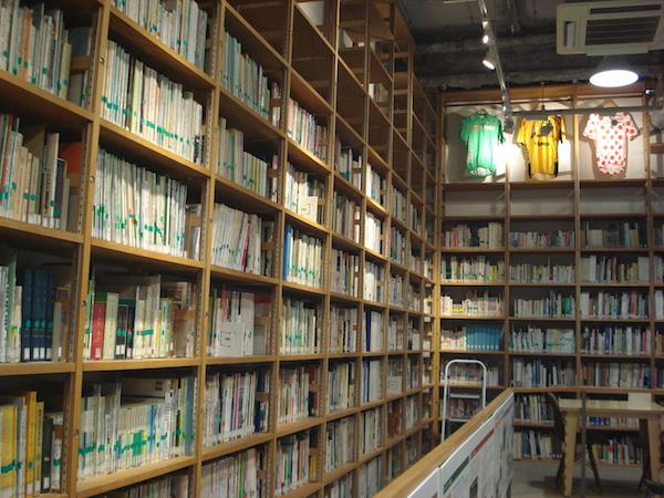 自転車文化センター蔵書11500冊