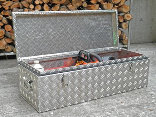 チェーンソー専用に製作した工具箱です
