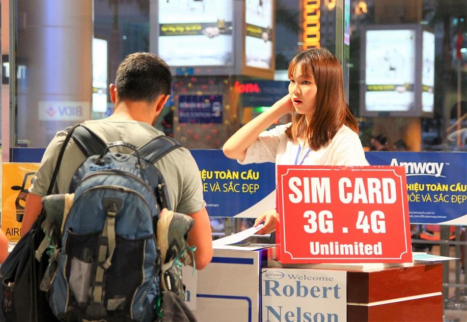 ホーチミン空港のシムカード売り場のきれいなお姉さん