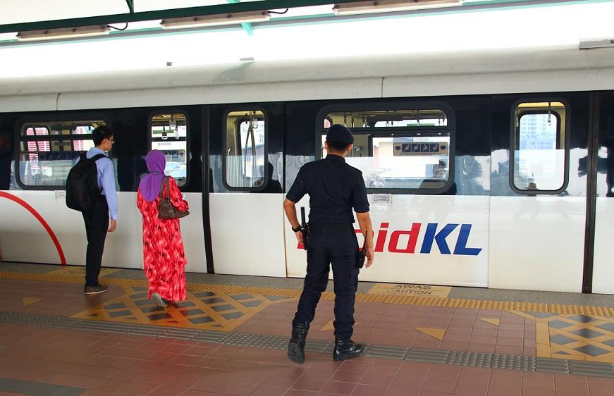 マレーシアのクアラルンプールの駅の写真