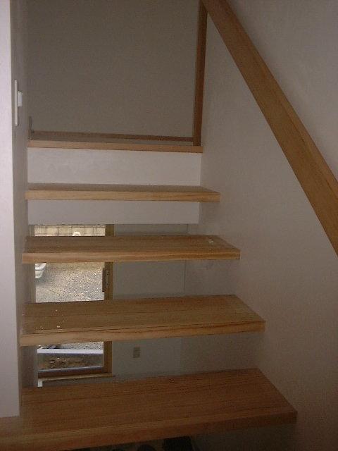上りやすいようにゆるく設計された階段