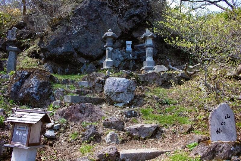 登山道入り口の神社