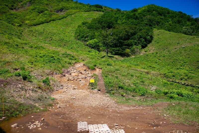 熊穴沢避難小屋への道