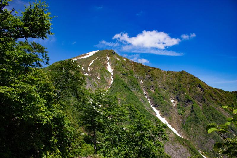 谷川岳山頂を望む