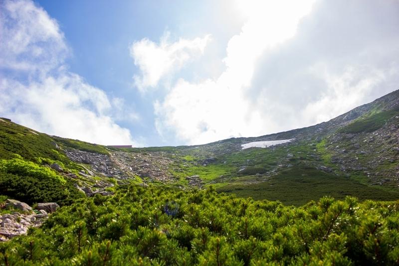 登った先に覗ける宝剣山荘