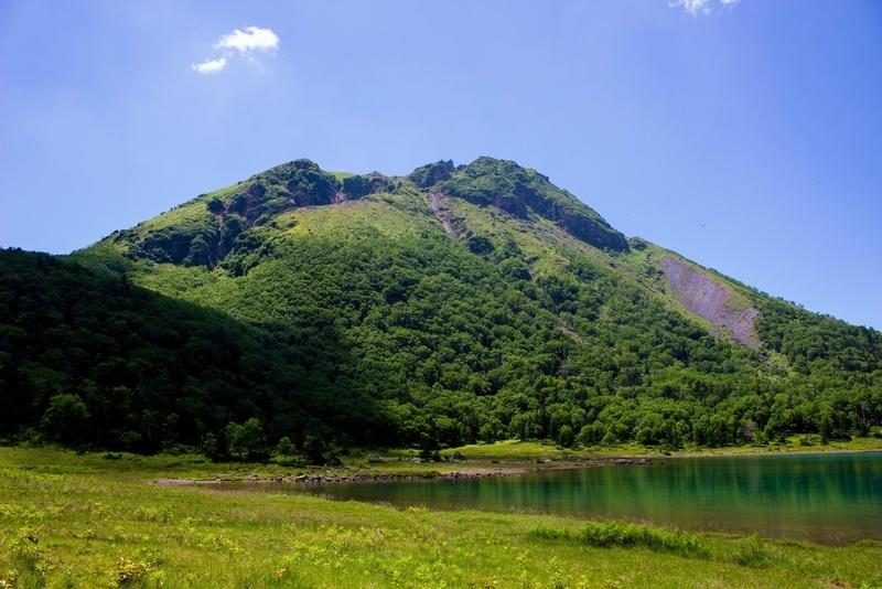 五色沼から見た奥白根山