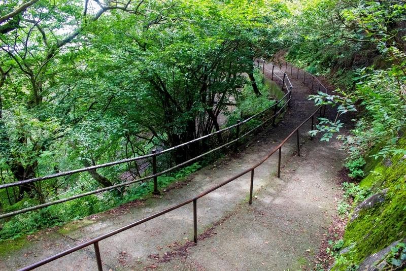 女体山駅への道