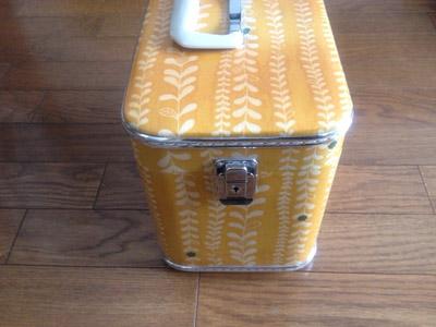 裁縫箱として使っているメイクボックス