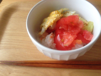 キャベツと卵とトマトのミニ丼