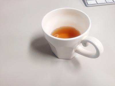 スタジオエムのエピスマグにお茶を入れたところ
