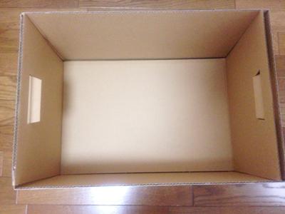 箱に底板を敷いたところ