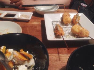 串カツとサラダ