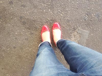 赤いバレエシューズ