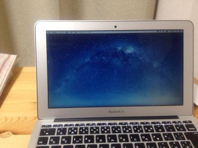 MacBookAir ブルーライトカットフィルム貼った後
