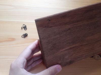木製ラックの金具を外したところ