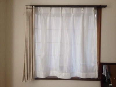 ニトリのカーテンを出窓に付けたところ