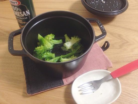 ストウブで蒸したブロッコリー