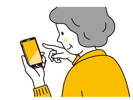 ドコモのスマートフォンを操作する高齢女性