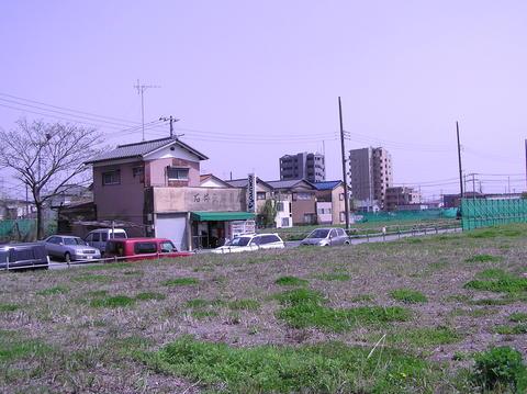 八潮駅前の文具店
