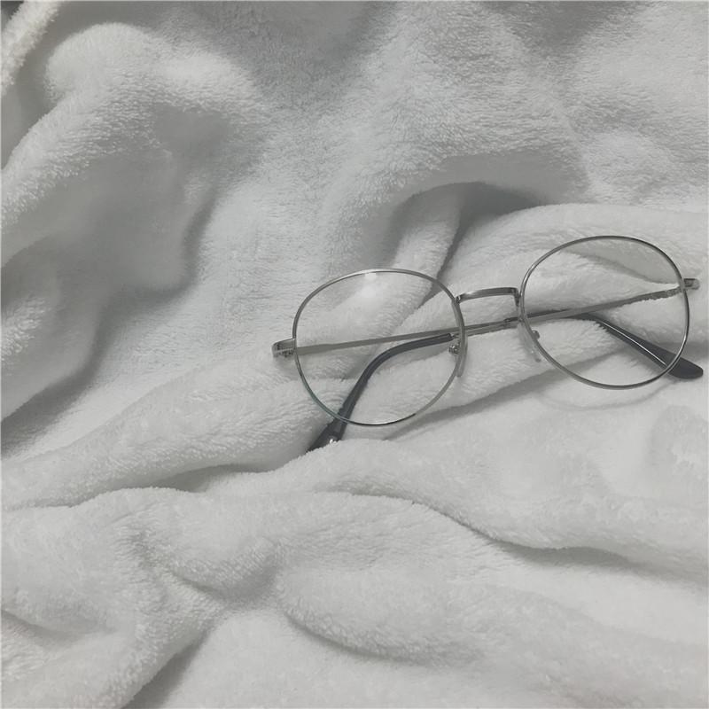 銀縁メガネ丸顔眼鏡女性芸能人