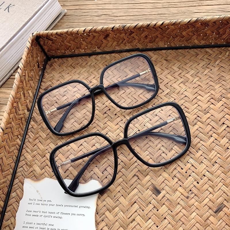 レディースメガネのレンズの流行
