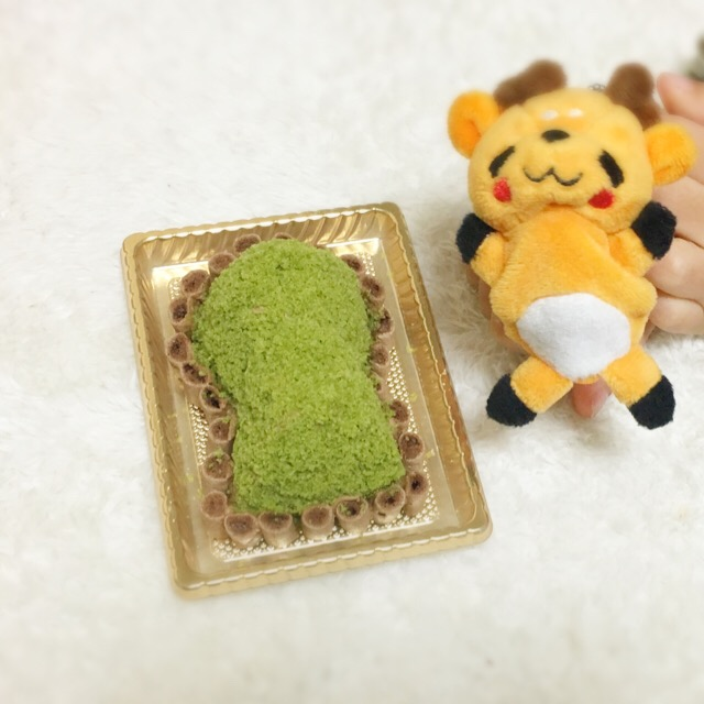 プティ マルシェ&ぷちまるカフェの古墳ケーキと『しかまろくん』