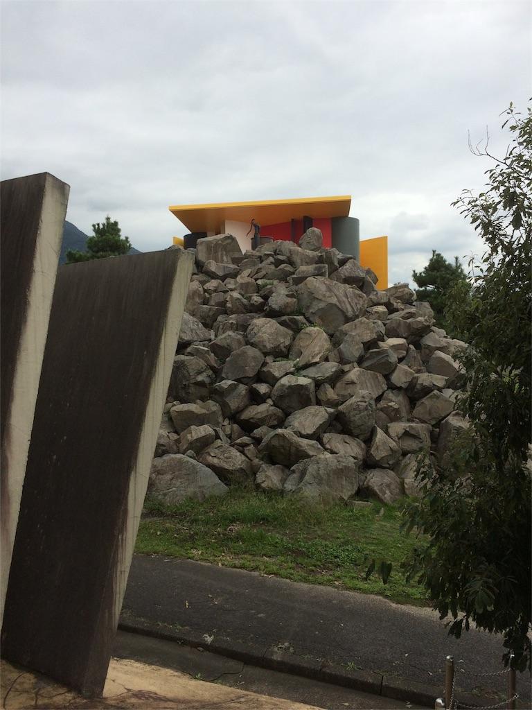 養老天命反転地 謎の岩の山