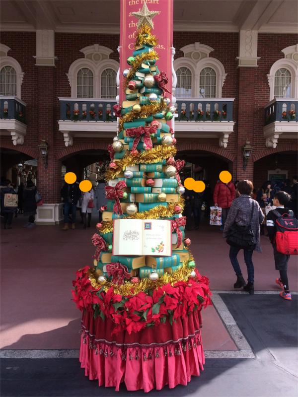 2016年 ディズニーランド 本のクリスマスツリー