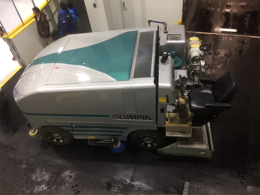 横浜銀行アイスアリーナ 製氷車