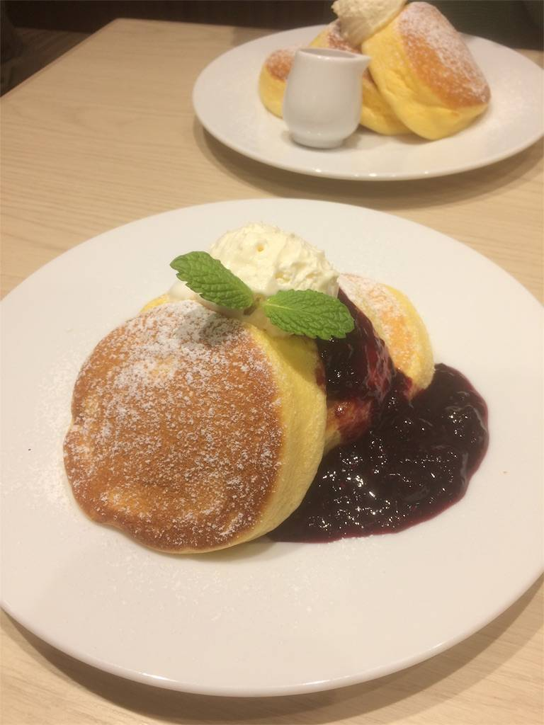 横浜中華街 幸せのパンケーキ ベリーソース