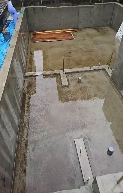 基礎工事 コンクリート 水たまり プール