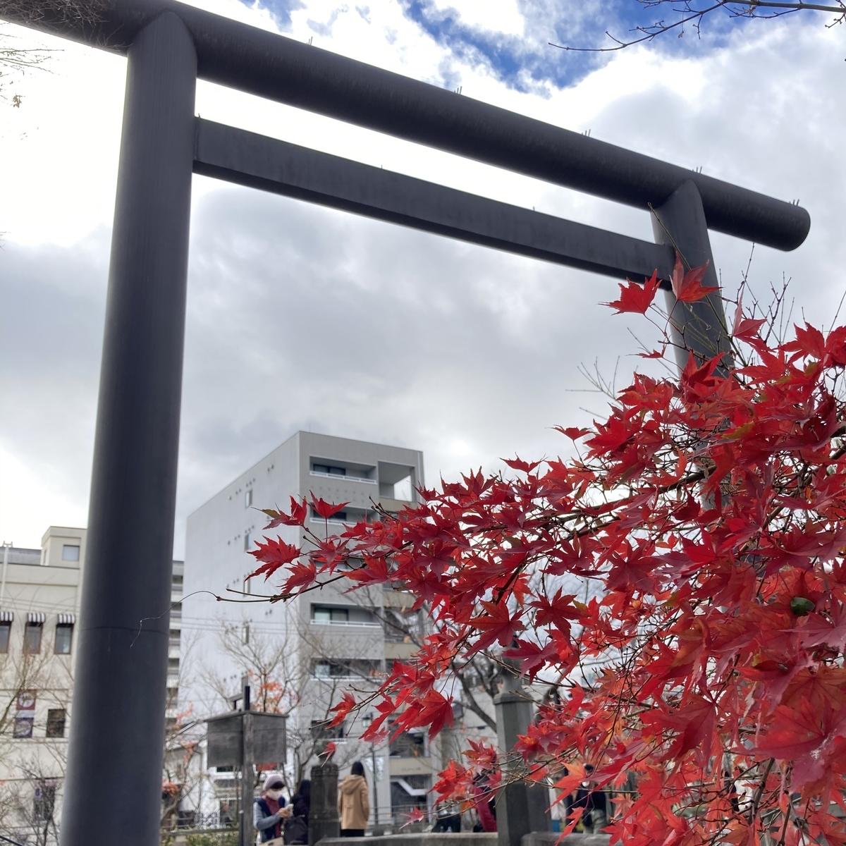 四柱神社と紅葉