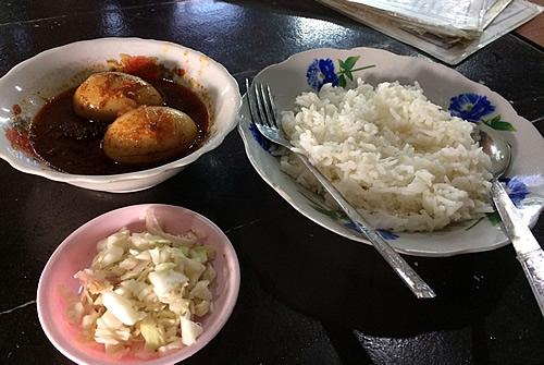 ボージョーアウンサンマーケットの食堂でランチ@Yangon