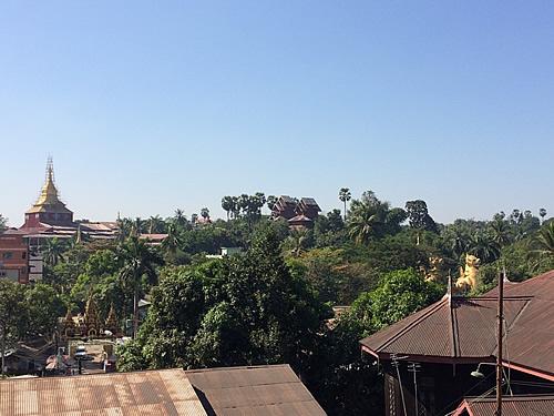 ヤンゴンの涅槃像「チャウッターヂー・パゴダ」