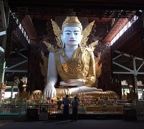 大きな仏像のある「ンガータジー・パゴダ」