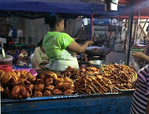 ヤンゴンの夜市「チーミンダイン夜市」