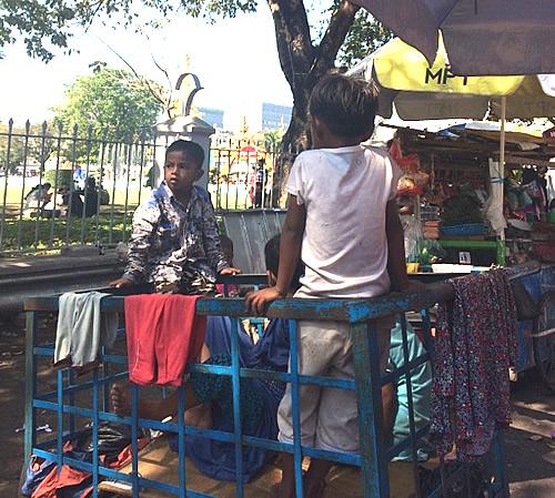 マハバンドゥーラ・ガーデン横の屋台街